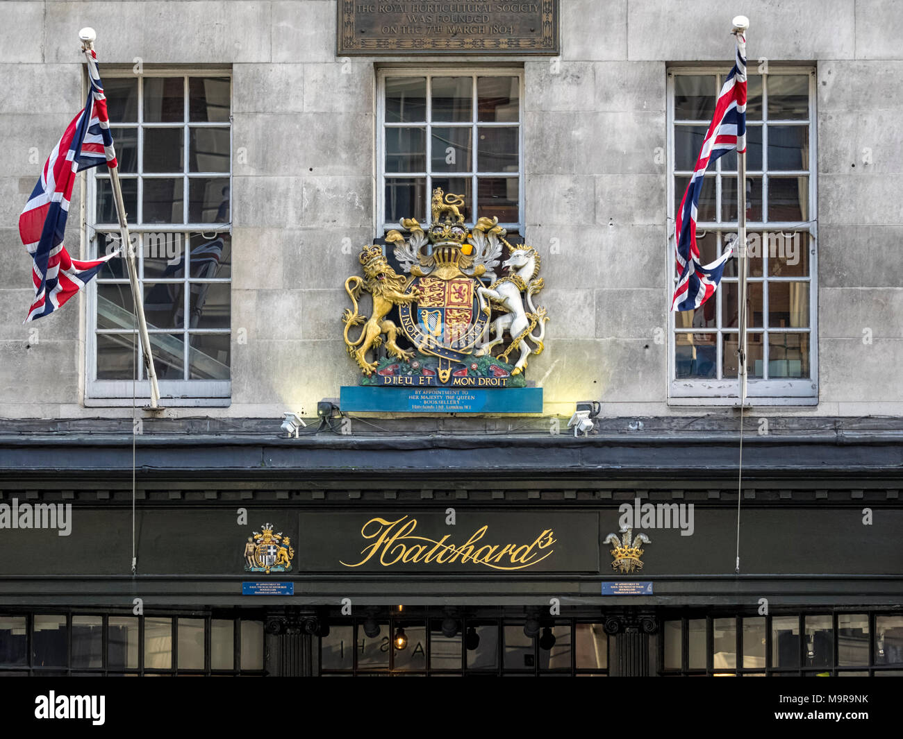 HATCHARD BOOKSELLERS:  Sign above the shop in Piccadilly showing By Royal Appointment Coat of Arms - Stock Image