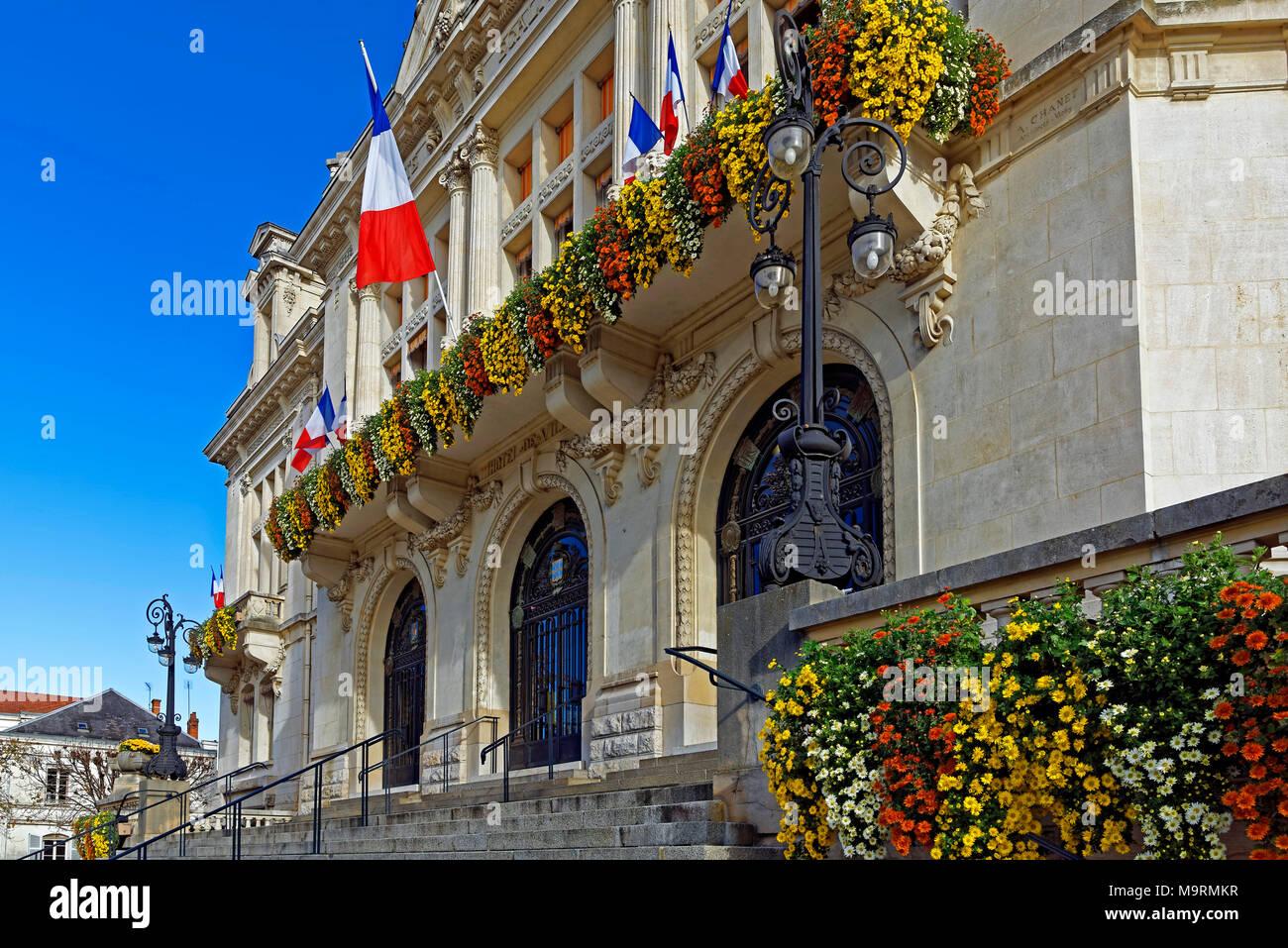 Europe, France, Auvergne, Vichy, Place de l'Hôtel de Ville, city hall, l'Hôtel de Ville, Marie de Vichy, architecture, building, flowers, historically Stock Photo