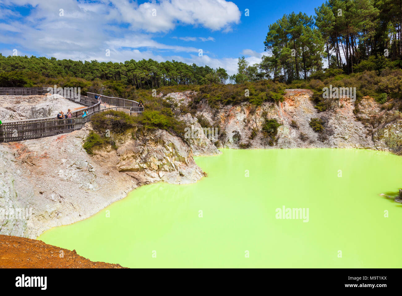 new zealand wai-o-tapu themal wonderland rotorua the devils bath new zealand waiotapu rotorua new zealand - Stock Image