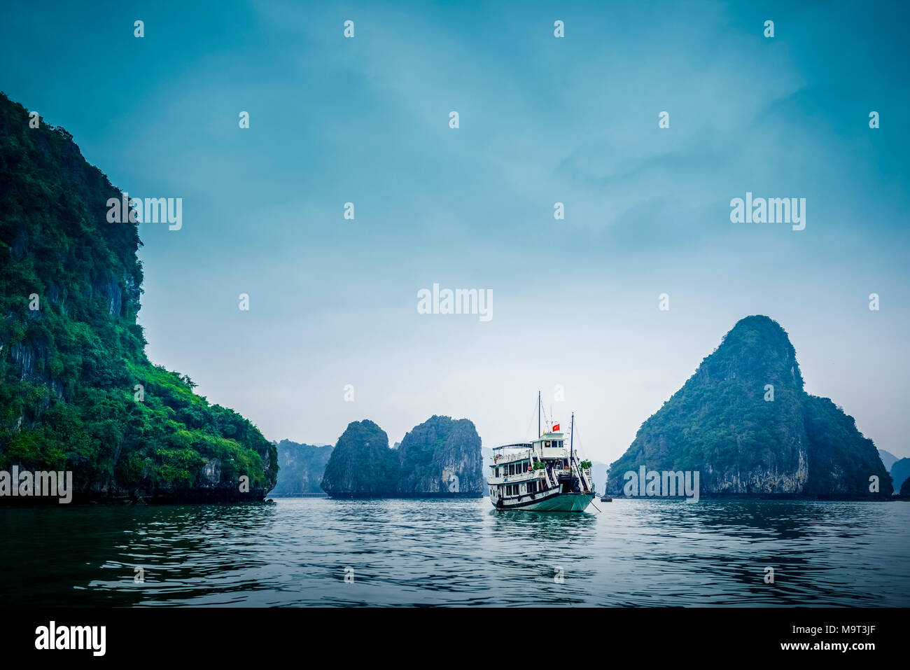 Asien, Vietnam, Quang Ninh Provinz, Halong-Bucht - Stock Image