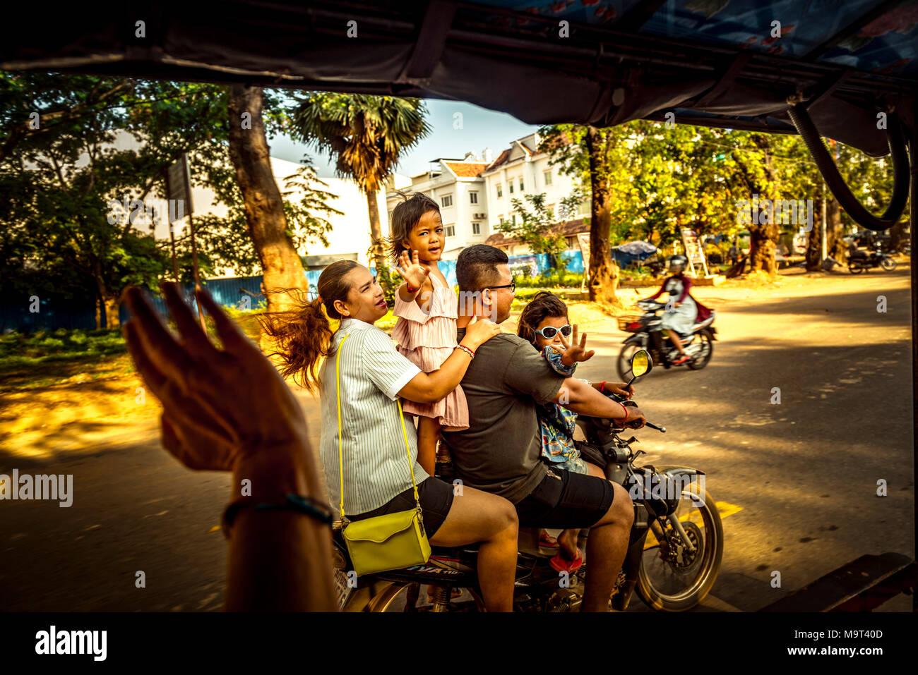 Asien, Kambodscha, Angkor Wat, Tuk Tuk - Stock Image