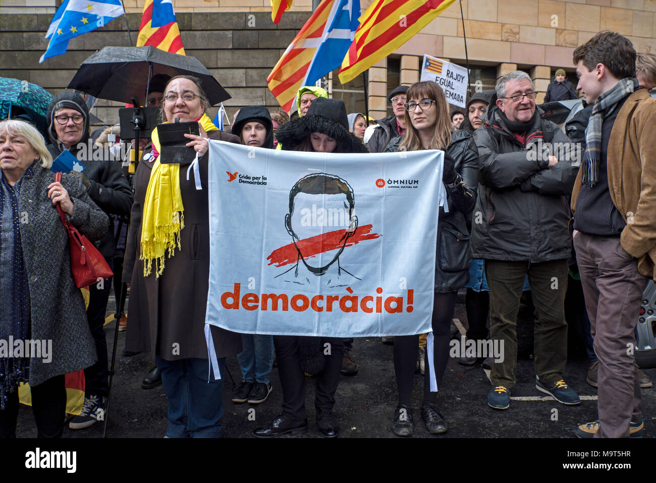 Supporters of Clara Ponsati the former Catalan education minister outside the Sheriff Court in Edinburgh, 28th March, 2018. - Stock Image