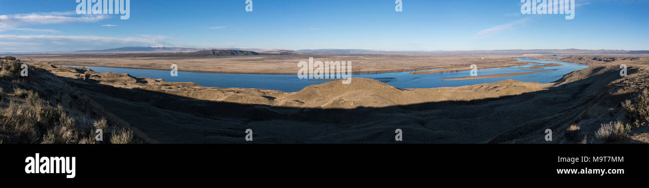 Hanford Reach National Monument on the Columbia River from the White Bluffs overlook. - Stock Image