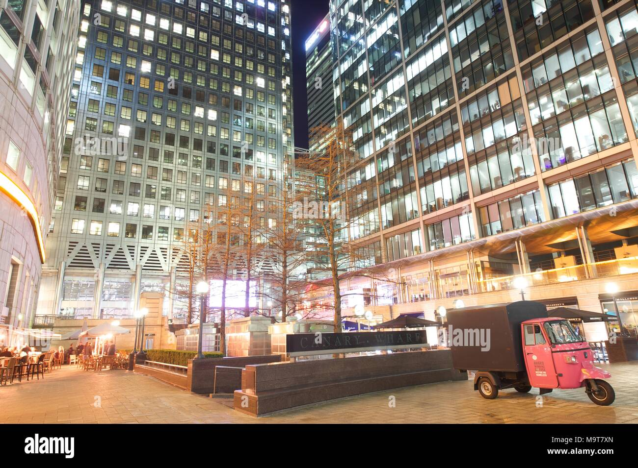 Canary Wharf at night - Stock Image
