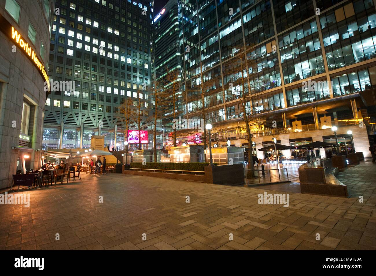 Canary Wharf at night - Stock Image