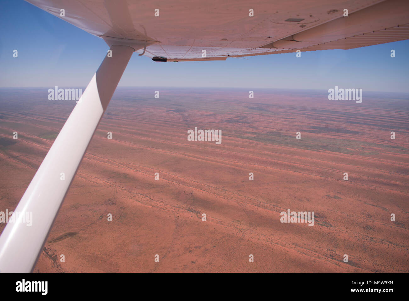 Flying over a desert in Australia - Stock Image