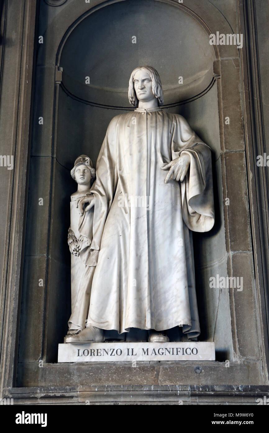 Statue, Lorenzo il Magnifico, Uficci Gallery, Piazza della Signoria, Florence,Tuscany, Italy Stock Photo