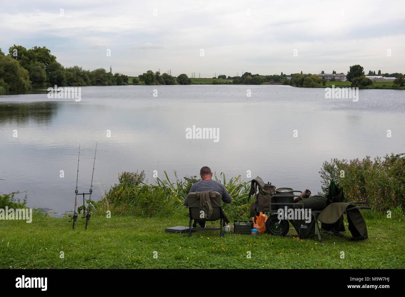London. Fisherman. Walthamstow Reservoir, Haringey. United Kingdom. - Stock Image