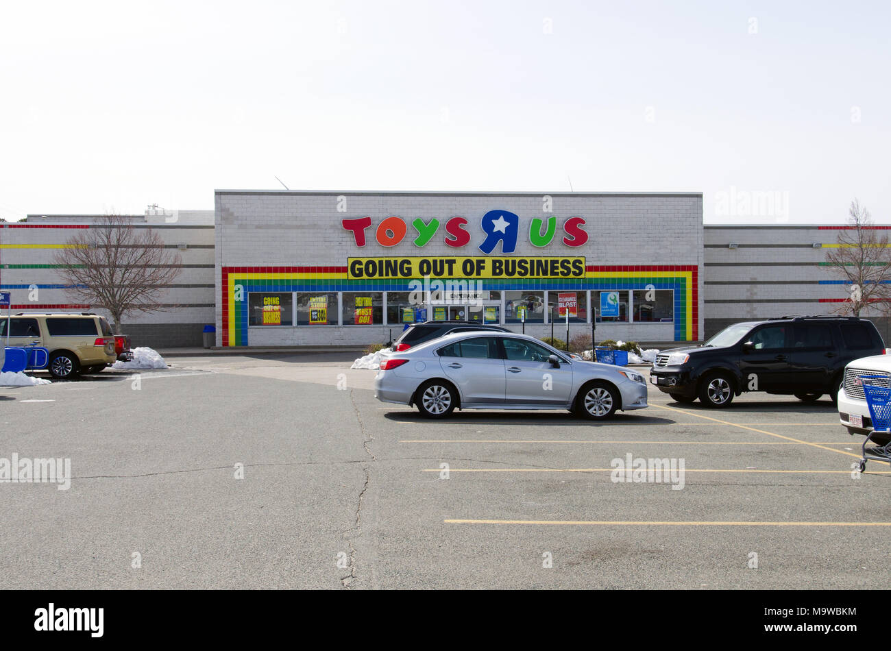 Toys R Us With Going Out Of Business Banner Across The Front