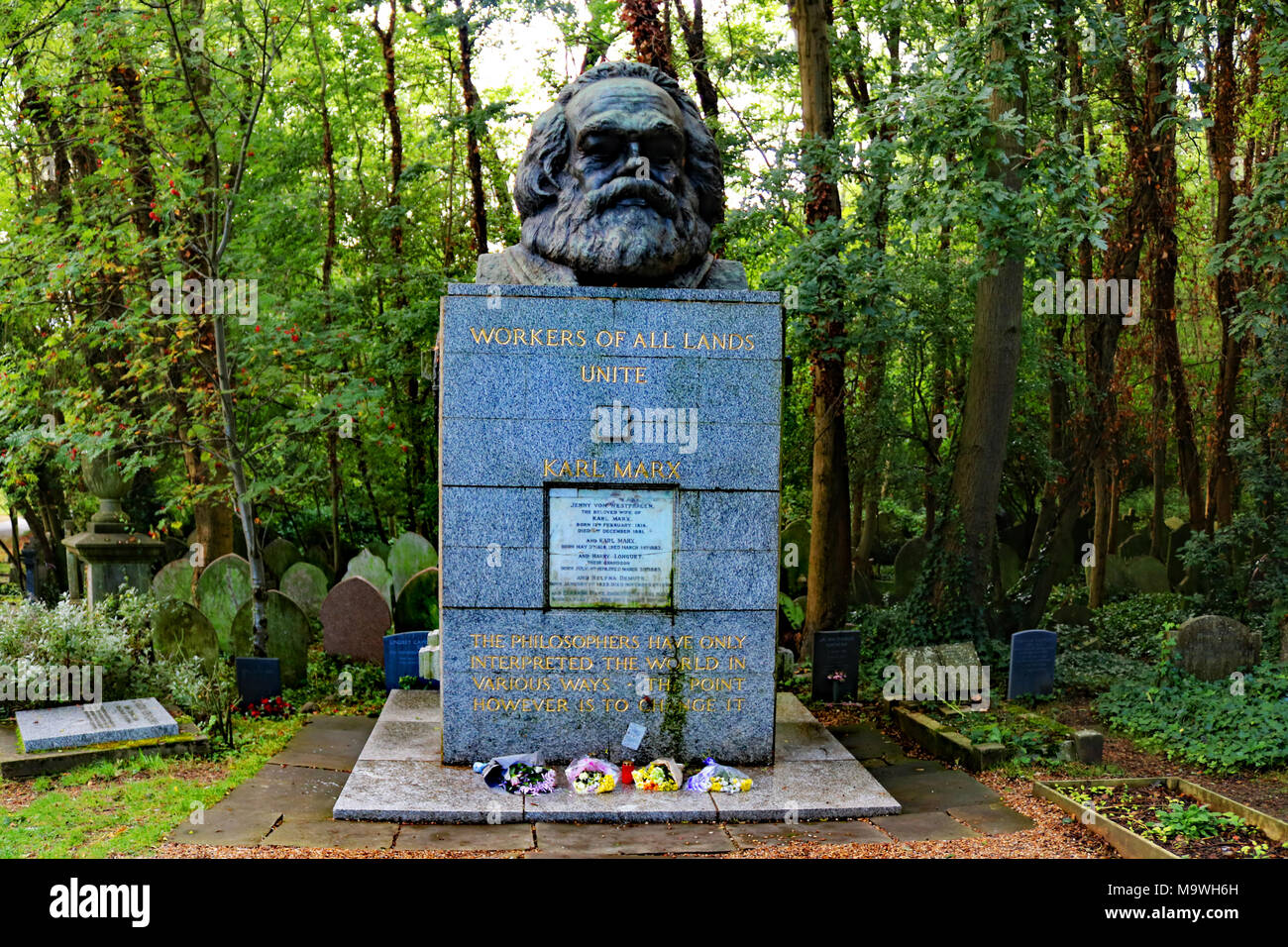 Grave of Karl Marx at Highgate Cemetery, London Stock Photo