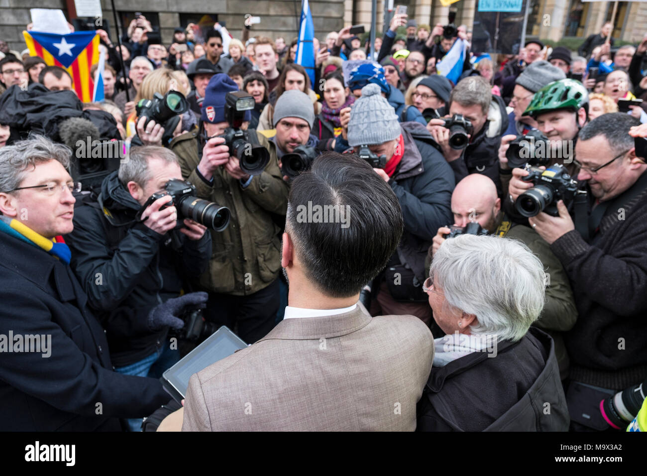 Edinburgh, Scotland,UK. 28 March 2018.  Clara Ponsati  addressing supported after leaving Edinburgh Sheriff Court following her hearing. Ponsati faces extradition to Spain to face charges of rebellion over her support of Catalan Independence. Credit: Iain Masterton/Alamy Live News - Stock Image