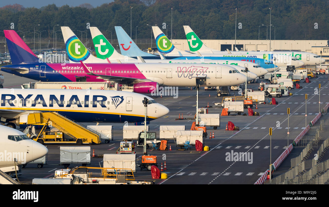 EINDHOVEN, THE NETHERLANDS - OCT 25, 2017: Various low-budget airline aircraft parked at the terminal of Eindhoven-Airport. - Stock Image