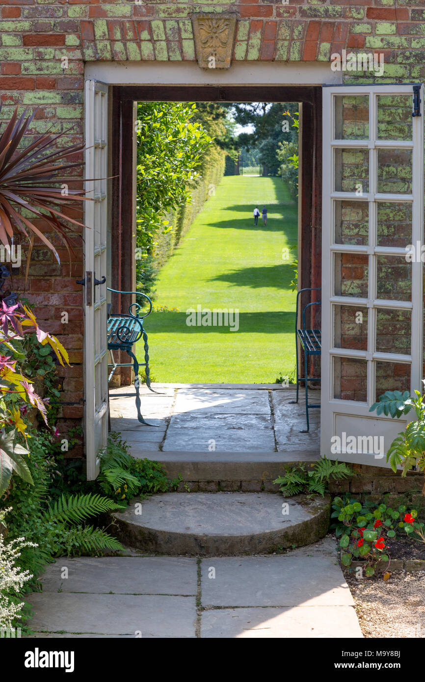 A garden gate at Hidcote Garden near Chipping-Campden, the Cotswolds, Gloucestershire, England - Stock Image