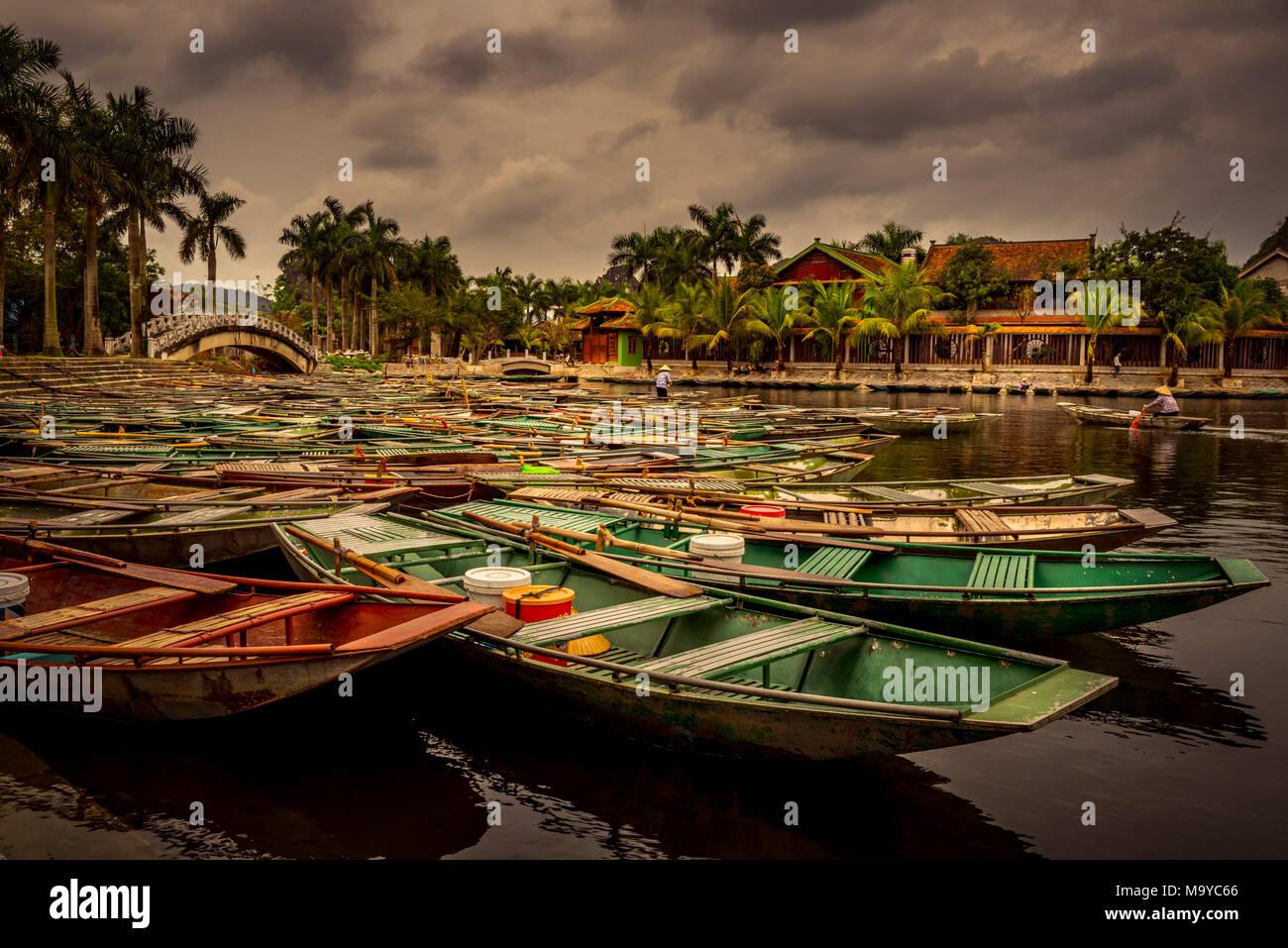 Asien, Vietnam, Ninh Binh Provinz, Halong-Bucht, trocken, trockene Halong-Bucht, Boot, Bootstour - Stock Image