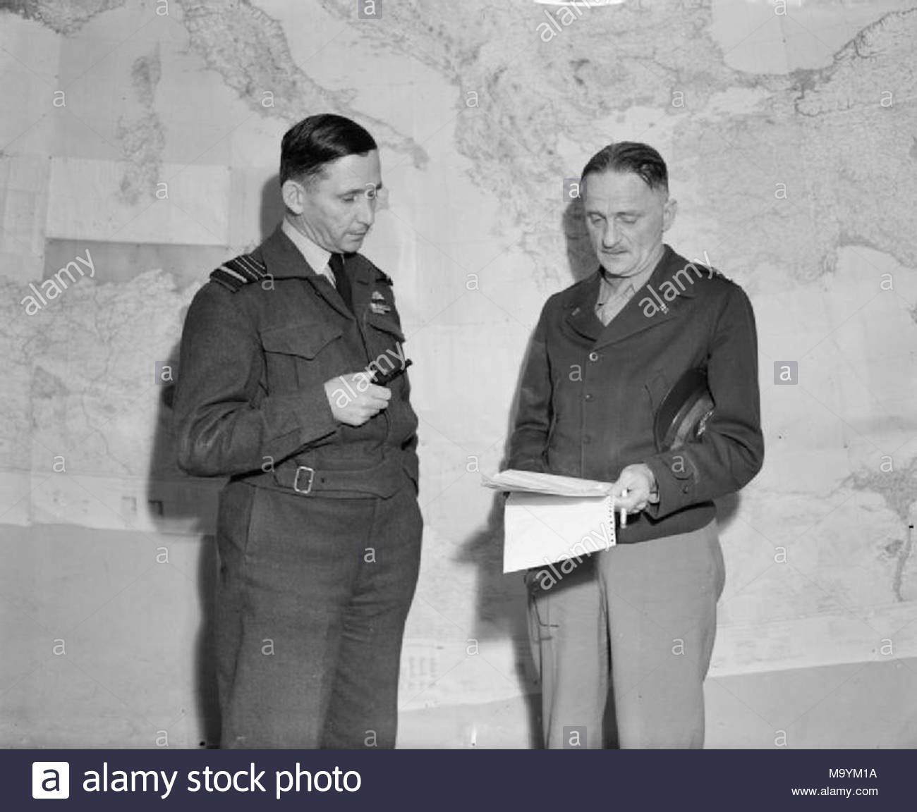 Royal Air Force Operations in the Middle East and North Africa, 1939-1943. Air Chief Marshal Sir Arthur Tedder, Commander-in-Chief, Mediterranean Air Command (left), in conference with Major General Carl Spaatz, Commander of the North-West African Air Forces, at Tedder's Headquarters in Algiers. - Stock Image