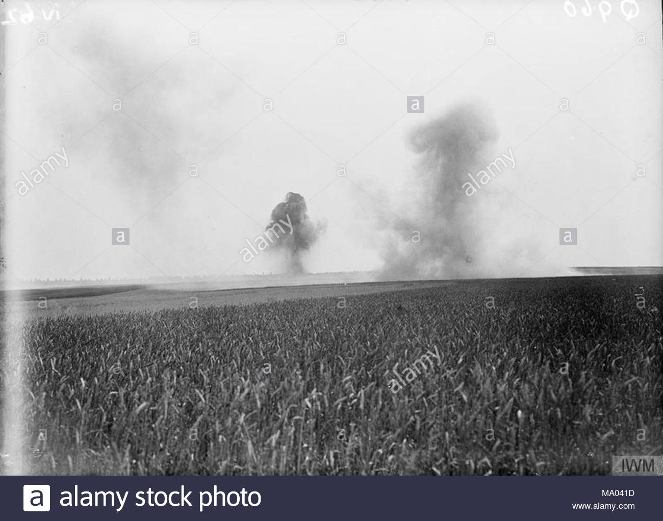 The Battle of the Somme, July-november 1916 Shells bursting at the Third Army Trench Mortar School at Ligny-Saint-Flochel (near Saint-Pol), 9th August 1916. - Stock Image