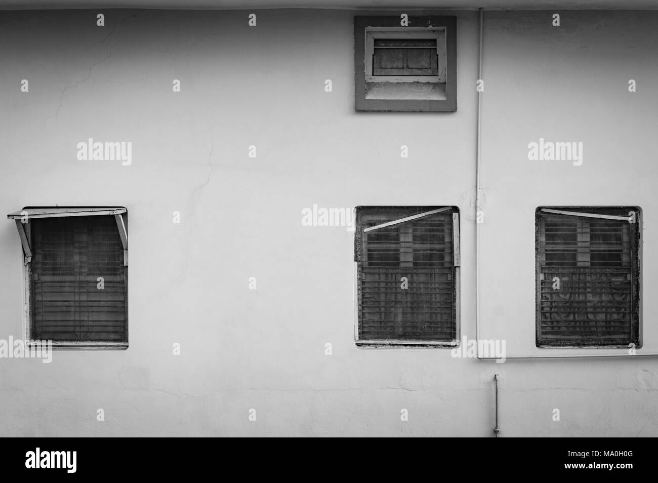 Architecturally symmetrical photograph of windows and pipes, Allahabad, Uttar Pradesh, India - Stock Image