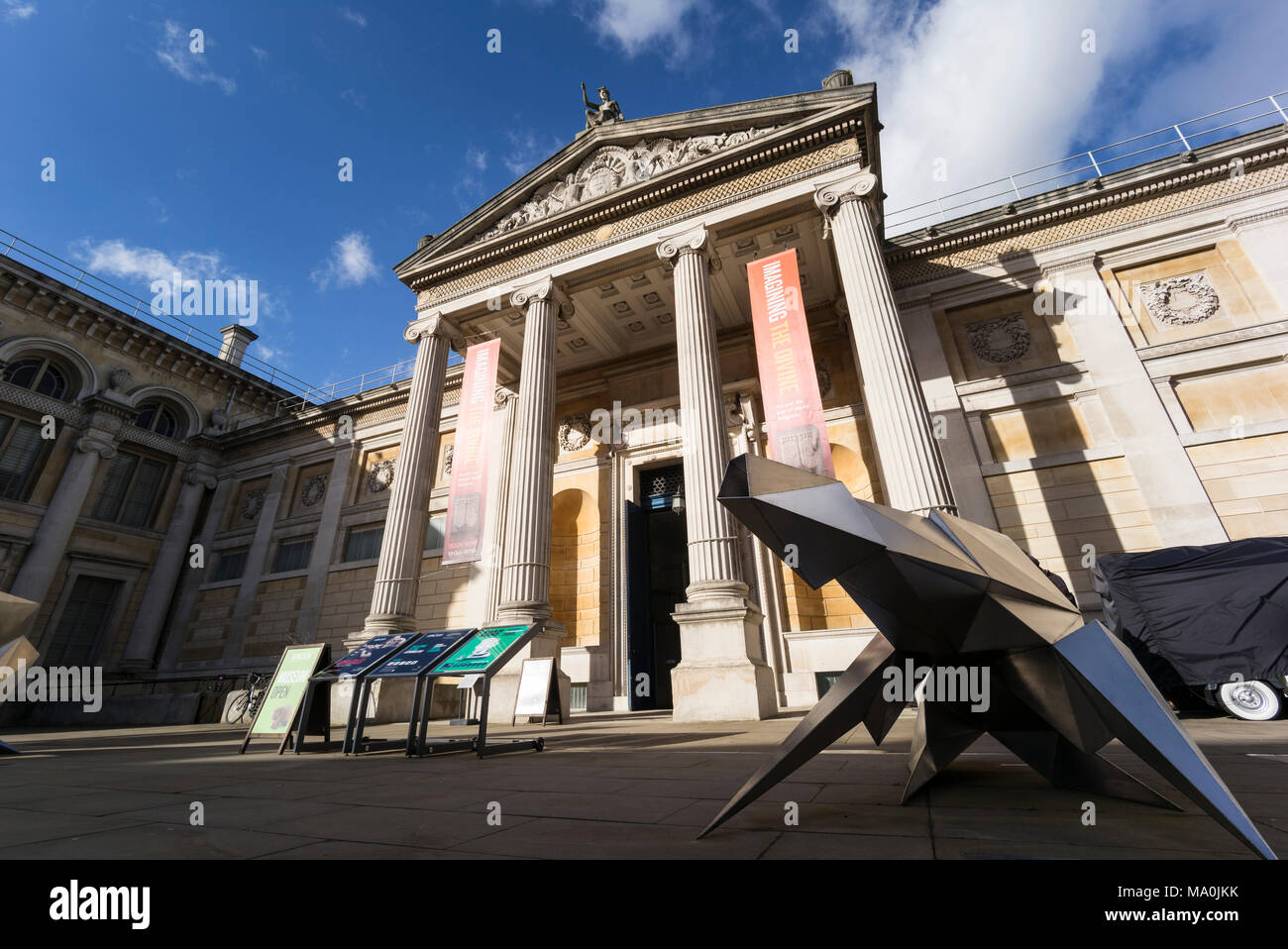 Oxford. England. The Ashmolean Museum, main entrance exterior. Greek revival façade and portico by Charles Robert Cockerell built in 1845. - Stock Image