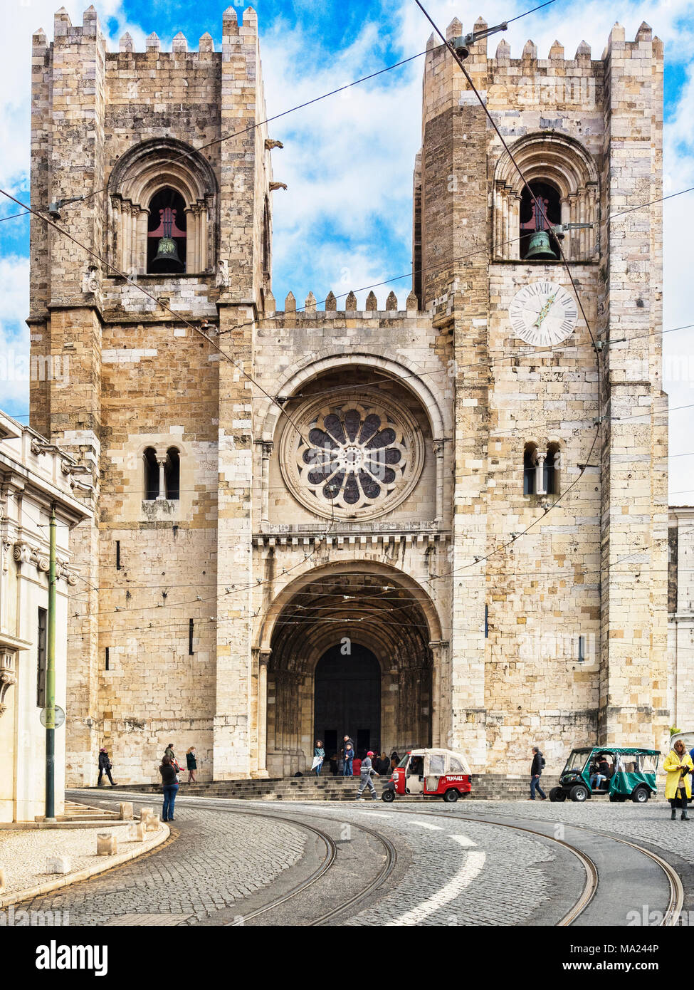 1 March 2018: Lisbon, Portugal, The Cathedral, in Lisbon Old Town, with tuk tuks and tourists outside. - Stock Image