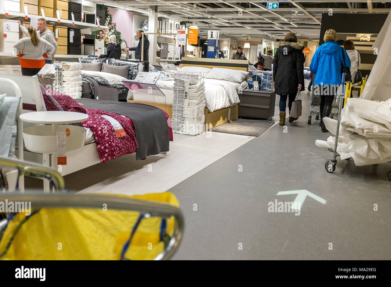 ikea customers stock photos ikea customers stock images alamy. Black Bedroom Furniture Sets. Home Design Ideas