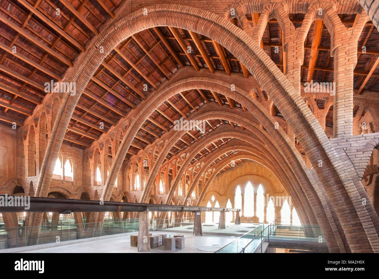 The Cooperatiu de Gandesa celler (Catalonian parabolic arches), Catalonia, Spain - Stock Image