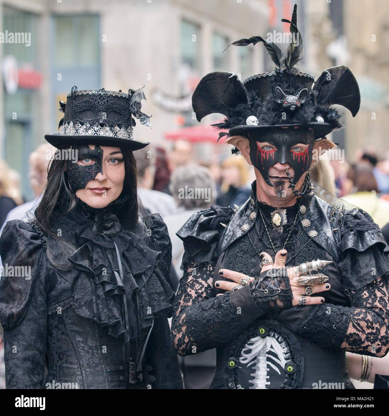 Wave-Gotik-Festival: a bizarrely dressed couple in Leipzig - Stock Image