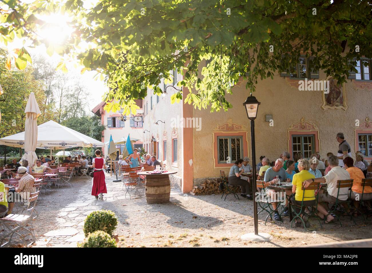 Guests in the beer garden of 'D'Feldwies' in Übersee, Upper Bavaria - Stock Image