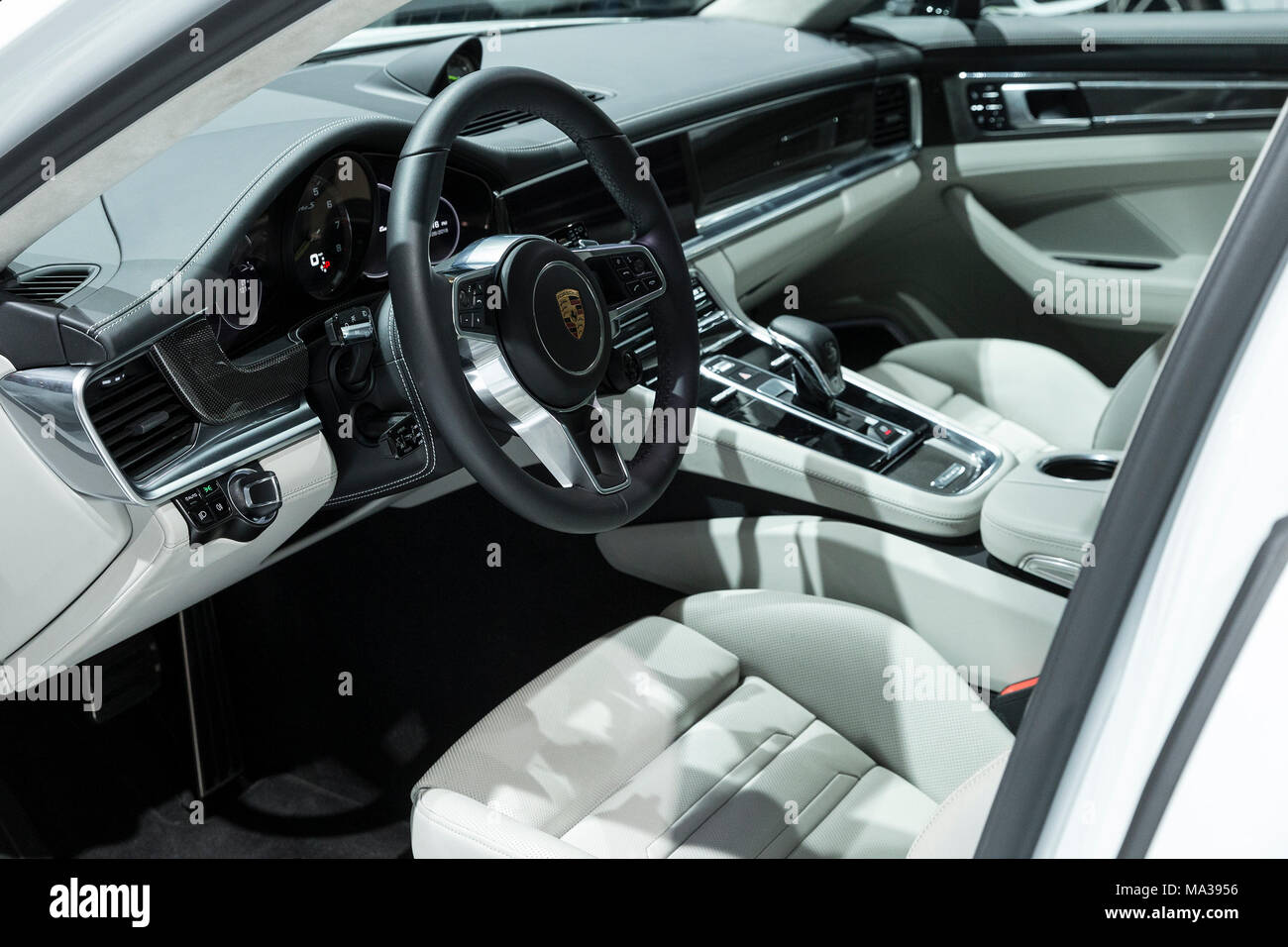 Panamera Turbo S E Hybrid Stock Photos & Panamera Turbo S E Hybrid Stock Images - Alamy