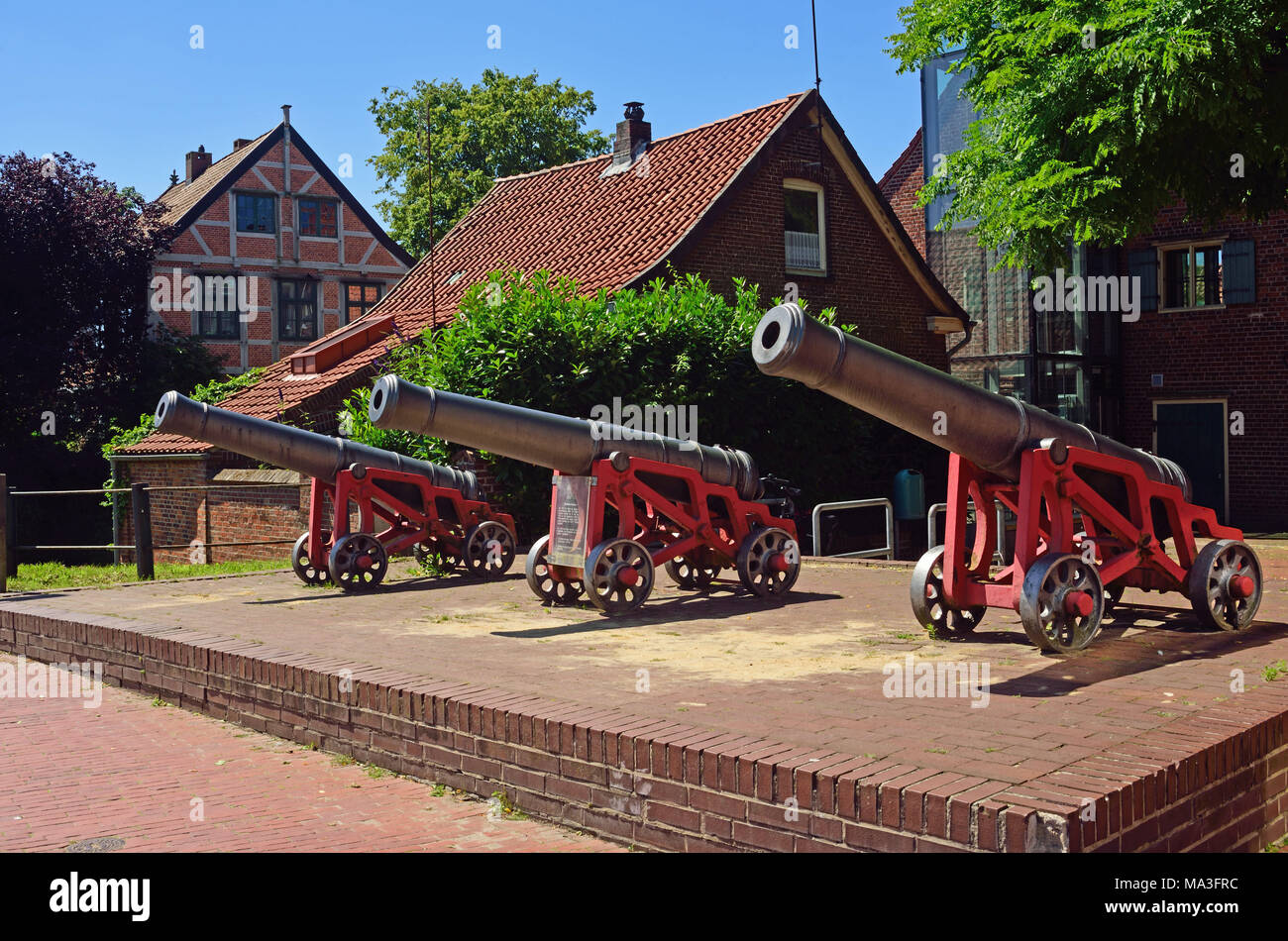 Europe, Germany, Lower Saxony, Hanseatic Town of Stade, Old Town, 18th century alarm guns at the Schwedenspeicher (warehouse), flood alert, - Stock Image