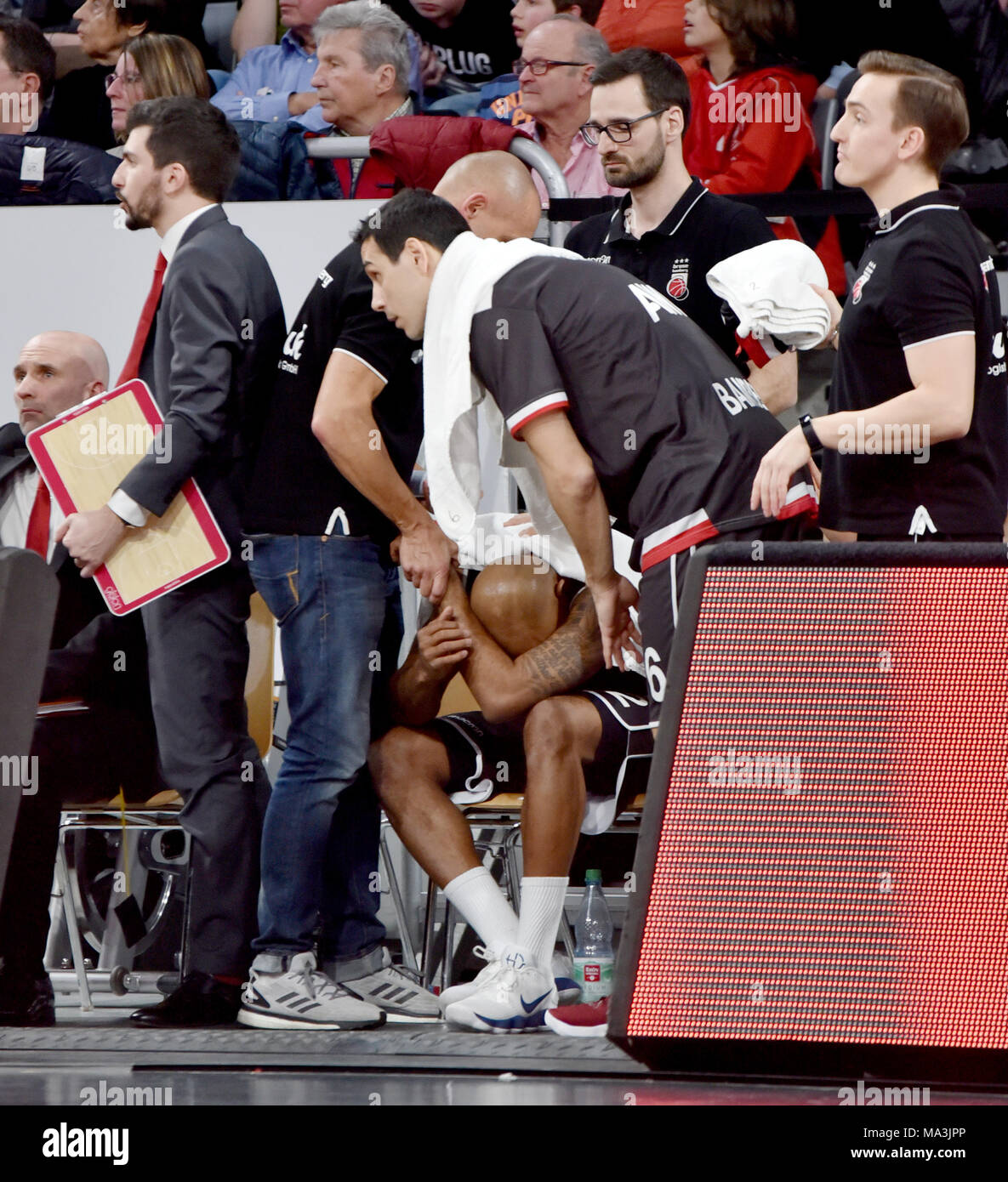 Germany , Bamberg, Brose Arena - 29 March 2018 - Basketball, Euro League - Brose Bamberg vs. Pallacanestro Olimpia Milano  Image: Ricky Hickman (Brose Bamberg, #2) recieving treatment from the medical staff after taking a hard hit to the head while fighting for a loose ball.   Credit: Ryan Evans/Alamy Live News - Stock Image