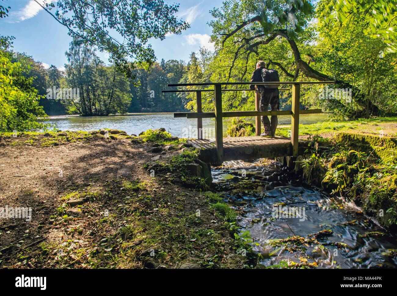 The panoramic 'Kassel-Steig' hiking trail at Lake Asch, Kassel, Germany - Stock Image