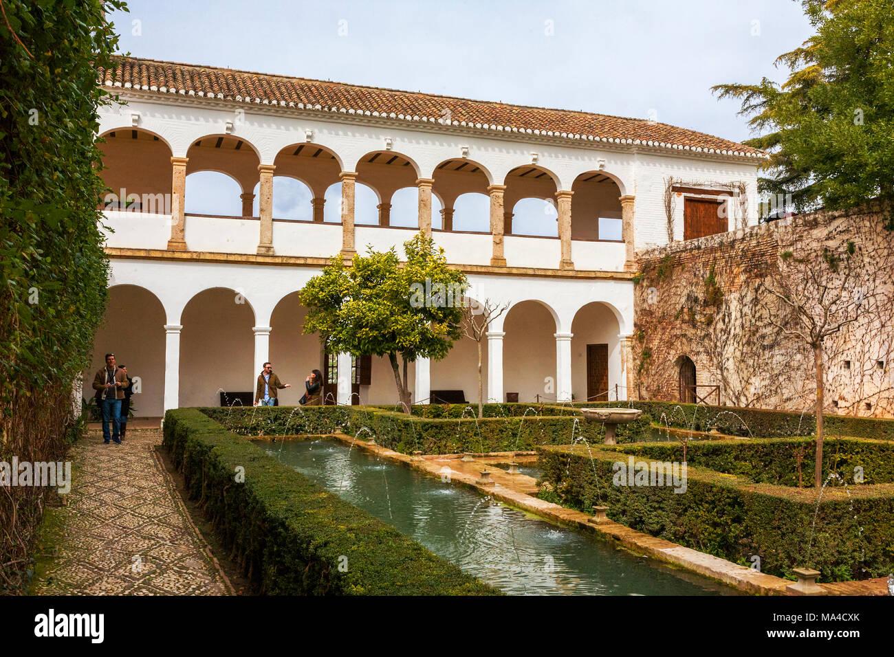 the patio de los cipreses palacio del generalife la alhambra granada andalusia - Jardin De L Alhambra