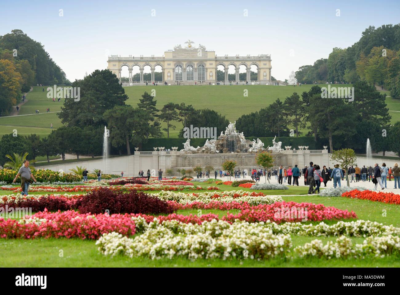 Palace garden of Schönbrunn Palace with Neptune Fountain and Gloriette, Vienna, Austria - Stock Image