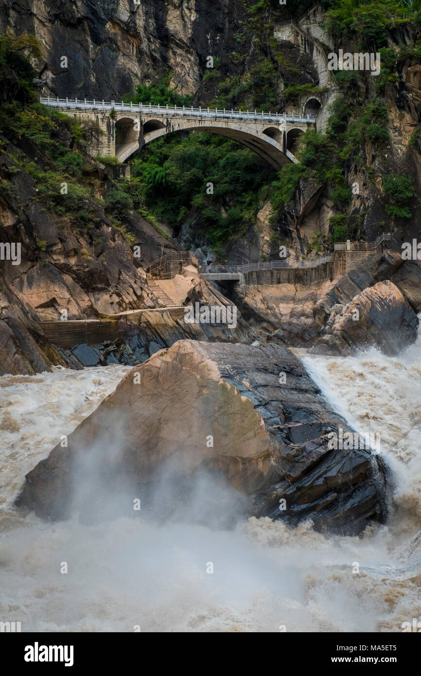 Rapids in Tiger Leaping Gorge, Lijiang, Yunnan Province, China, Asia, Asian, East Asia, Far East - Stock Image
