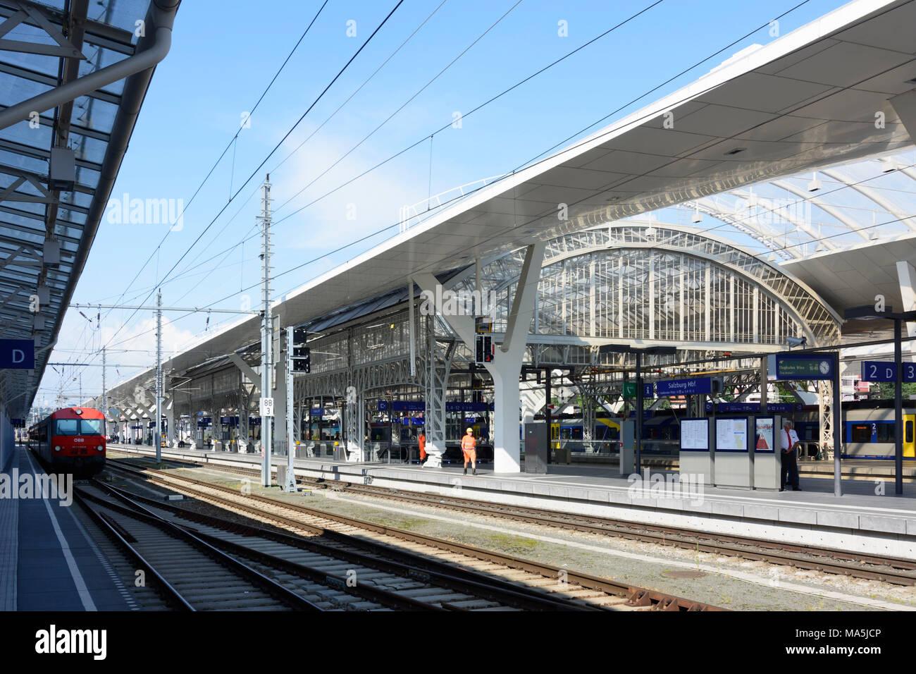Salzburg, Salzburg Hauptbahnhof (Main Station), Flachgau, Salzburg, Austria - Stock Image