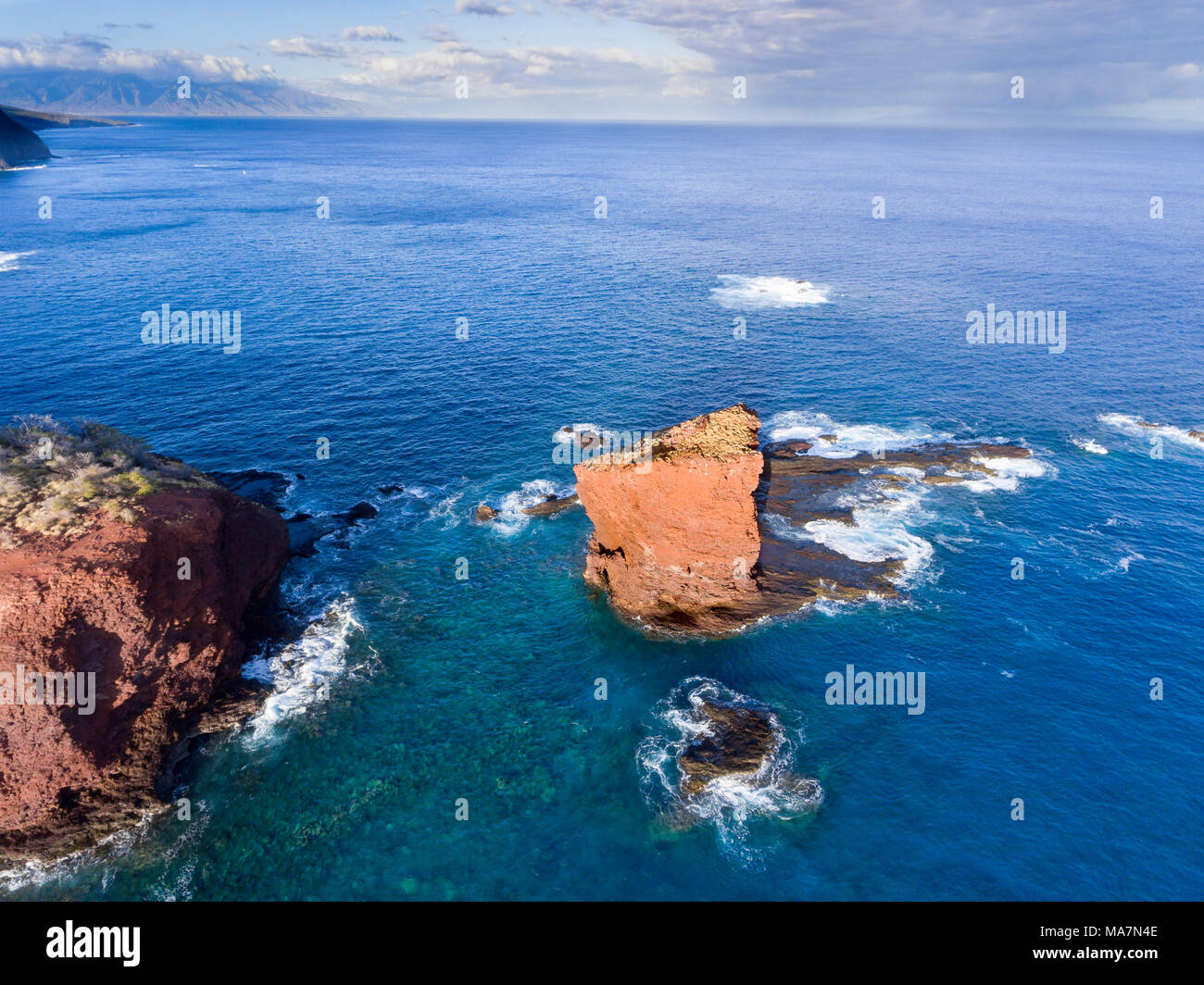 """Puu Pehe Rock, also known as """"Sweetheart Rock"""", is one of Lanai's most recognizable landmarks, Lanai Island, Hawaii, USA. Just above/past the rock is  - Stock Image"""