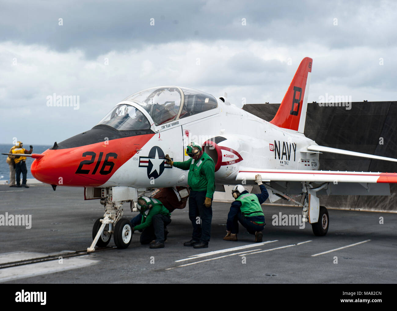 180328-N-WX604-0337 ATLANTIC OCEAN (March 29, 2018) Lt. j.g. Tyler Ballard, assigned to Training Air Wing (TW) 2, prepares to take off in a T-45C Goshawk aboard the aircraft carrier USS George H.W. Bush (CVN 77). The ship is underway conducting sustainment exercises to maintain carrier readiness. (U.S. Navy photo by Mass Communication Specialist 2nd Class Joseph E. Montemarano) - Stock Image