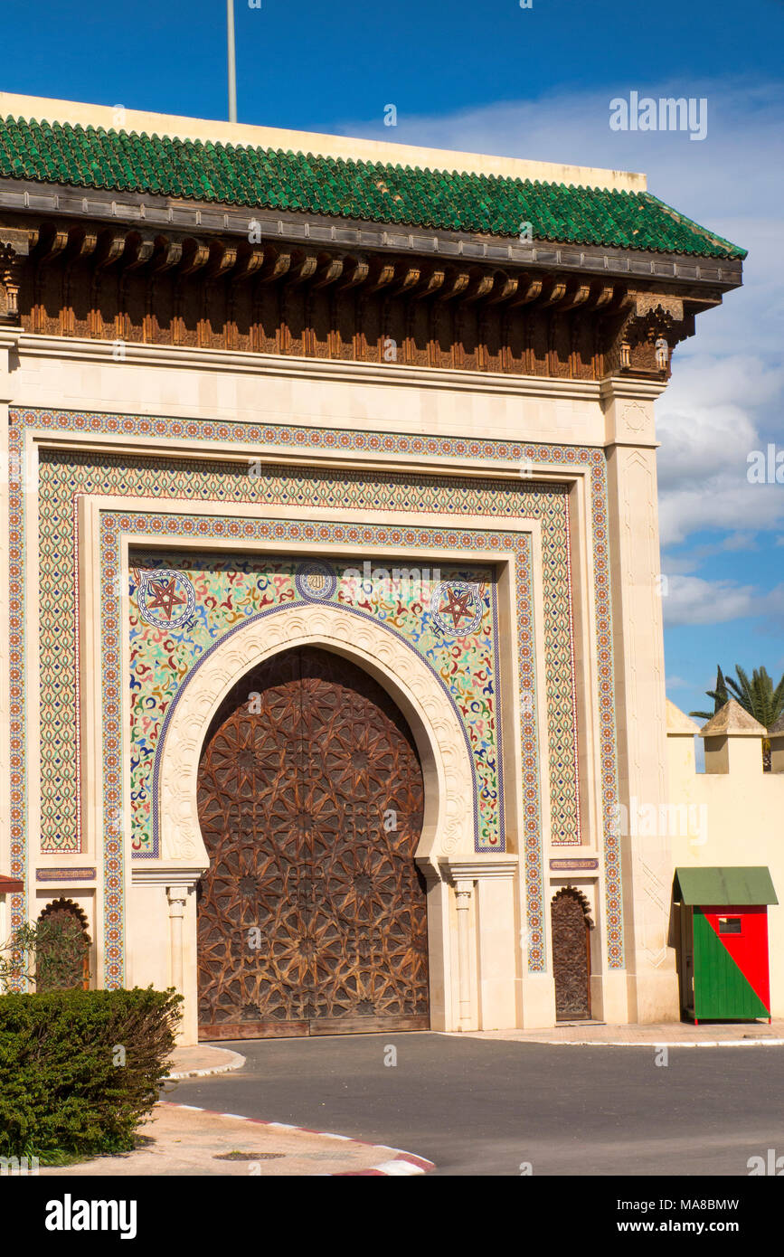 Morocco, Fes, Ave de l'Unesco, colourfully decorated Royal Palace gate (Porte Riafa) - Stock Image