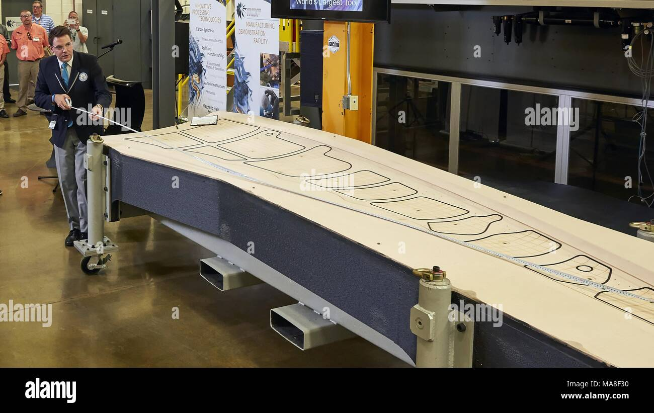 Guinness World Records' evaluator Michael Empric measures a three-dimensionally printed trim and drill tool, measuring more than 17 feet long, which holds the Guinness World Record for being the largest, solid 3-D printed object, produced at Oak Ridge National Laboratory (ORNL) as a tool for constructing Boeing's 777X passenger jet, image courtesy of the US Department of Energy, 2016. () - Stock Image
