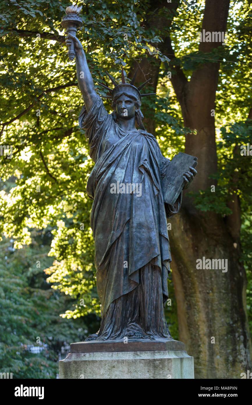 Paris France Statue Of Liberty Stock Photos Paris France Statue Of Liberty Stock Images Alamy