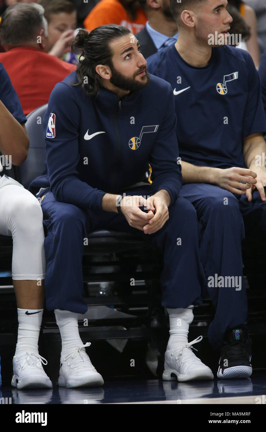 Salt Lake City, Estados Unidos. 31st Mar, 2018. Utah Jazz guard Ricky Rubio (C) watches from the bench during an NBA game against the Memphis Grizzlies at Energy Solutions Arena in Salt Lake City, Utah, 30 March 2018. Rubio is sitting out the game with left hamstring soreness. Credit: George Frey/EFE/Alamy Live News - Stock Image