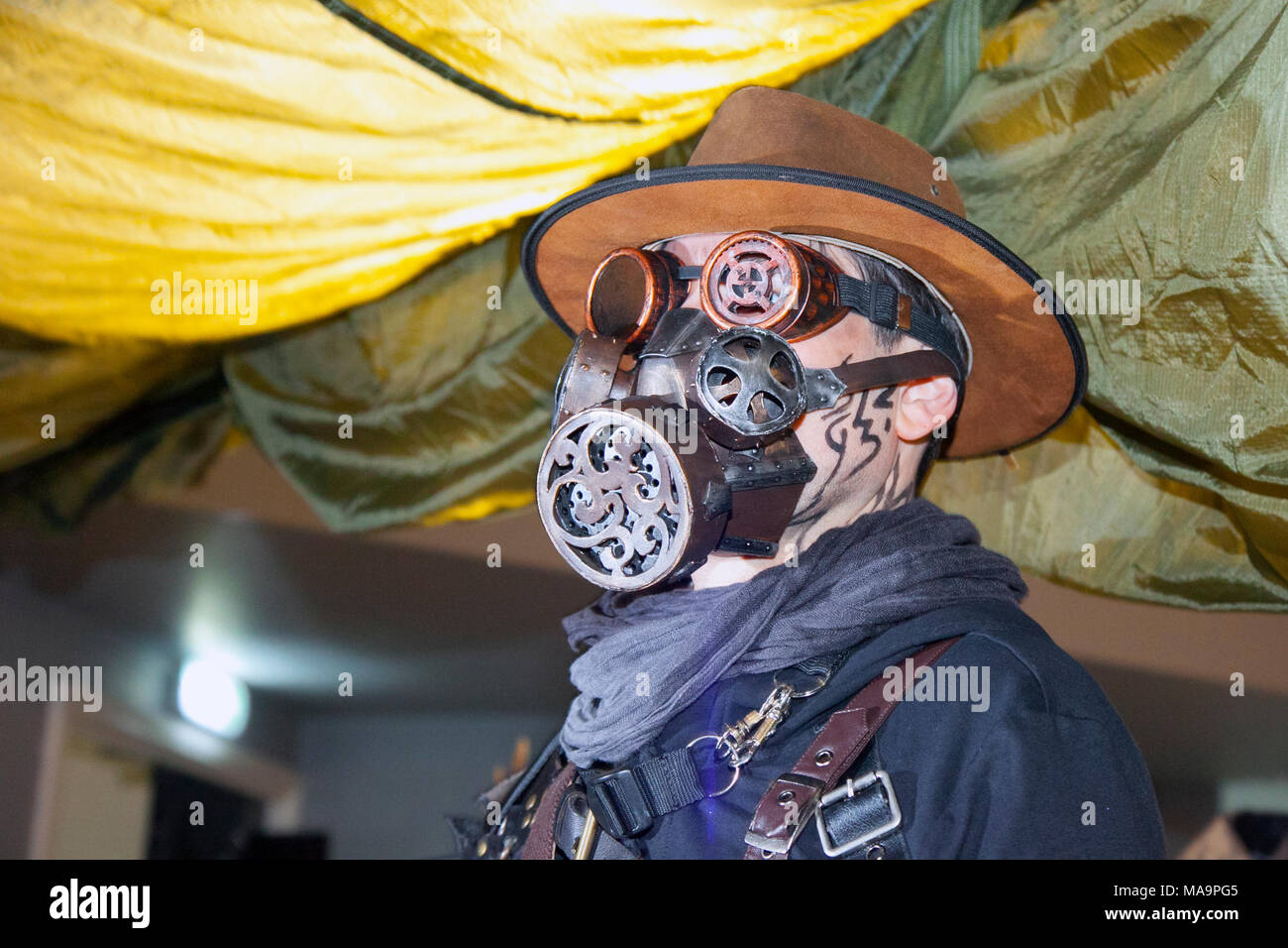 Manchester, UK, 31th March 2018. TimeQuake Steampunk Festival, Weekend at the Asylum, the Planet's largest steampunk festival of Scavengers where a City becomes Wasteland Costumes Capital for four days. The Victorian Steam punk Society, teamed up with Manchester's Bowlers Exhibition Centre and the organisers of For the Love of Sci Fi to create a Cosplay  Expo. Credit: MediaWorldImages/AlamyLiveNews - Stock Image