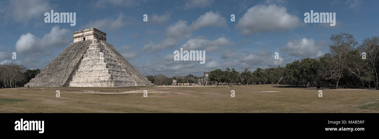Panoramic view of the Temple of Kukulcan or El Castillo at Chichen Itza, Yucatan, Mexico - Stock Image