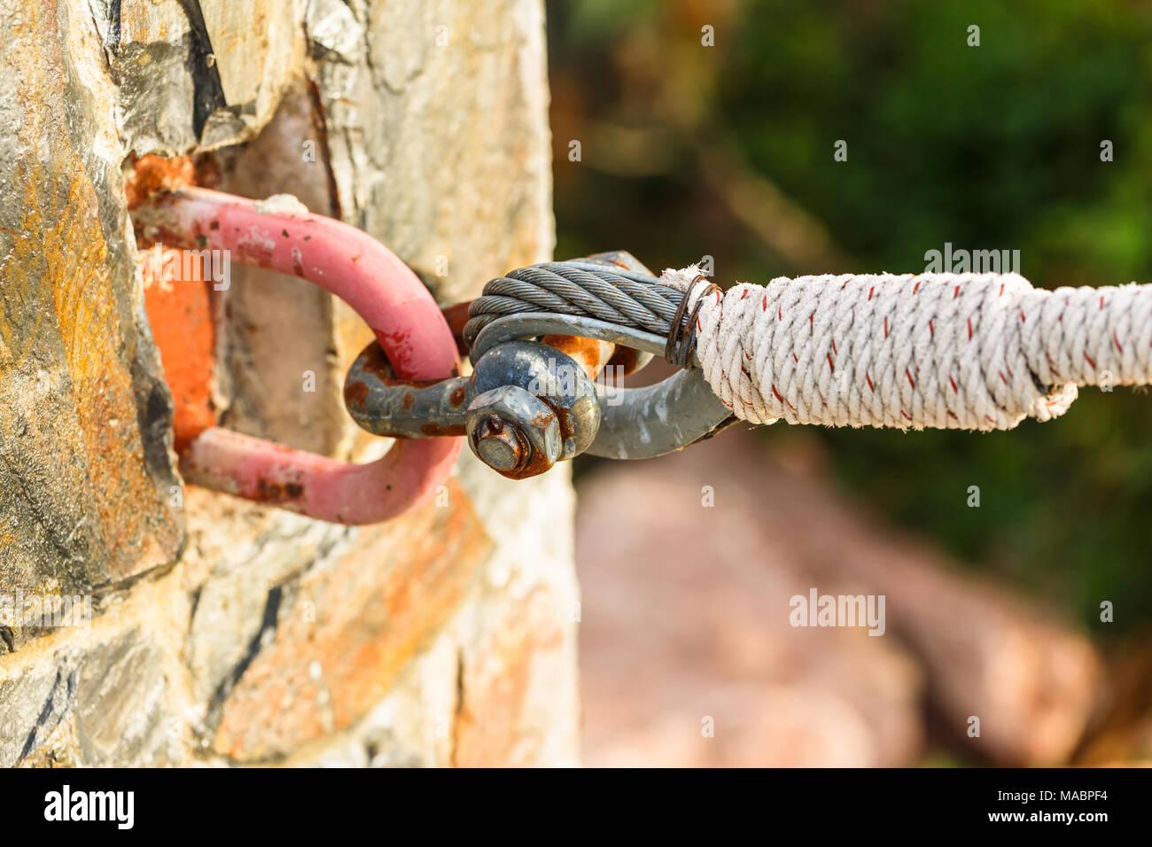 Shackle hook up