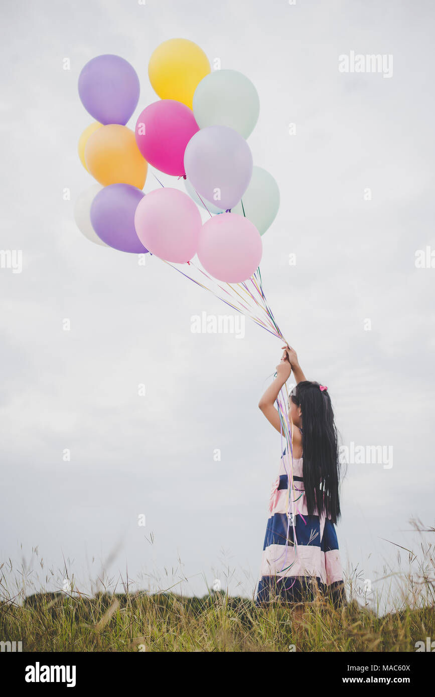 pictures-of-girls-playing-with-balloons