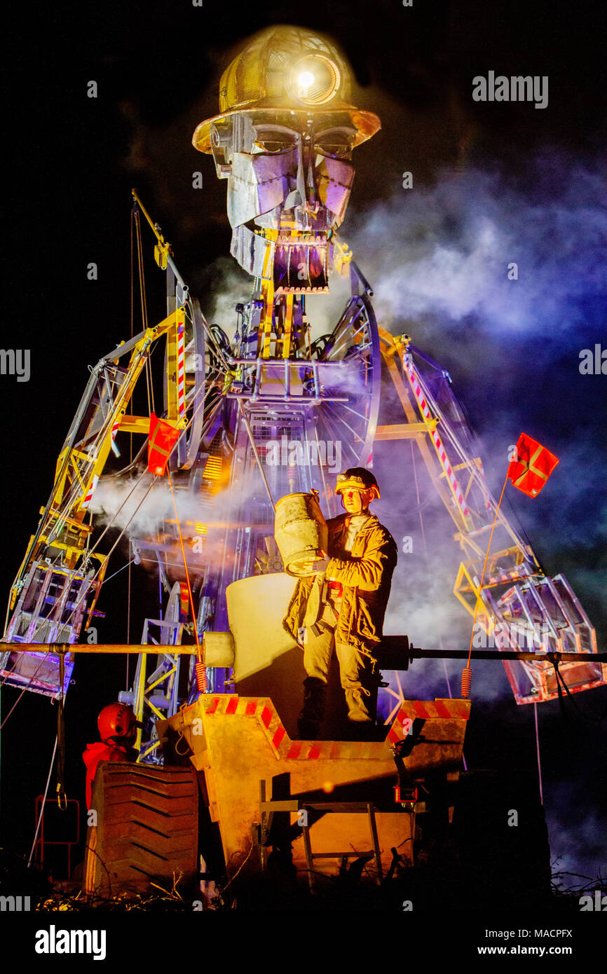 The Man Engine at Geevor tin mine, Pendeen Cornwall, the tallest puppet in the world on its Resurrection tour - Stock Image