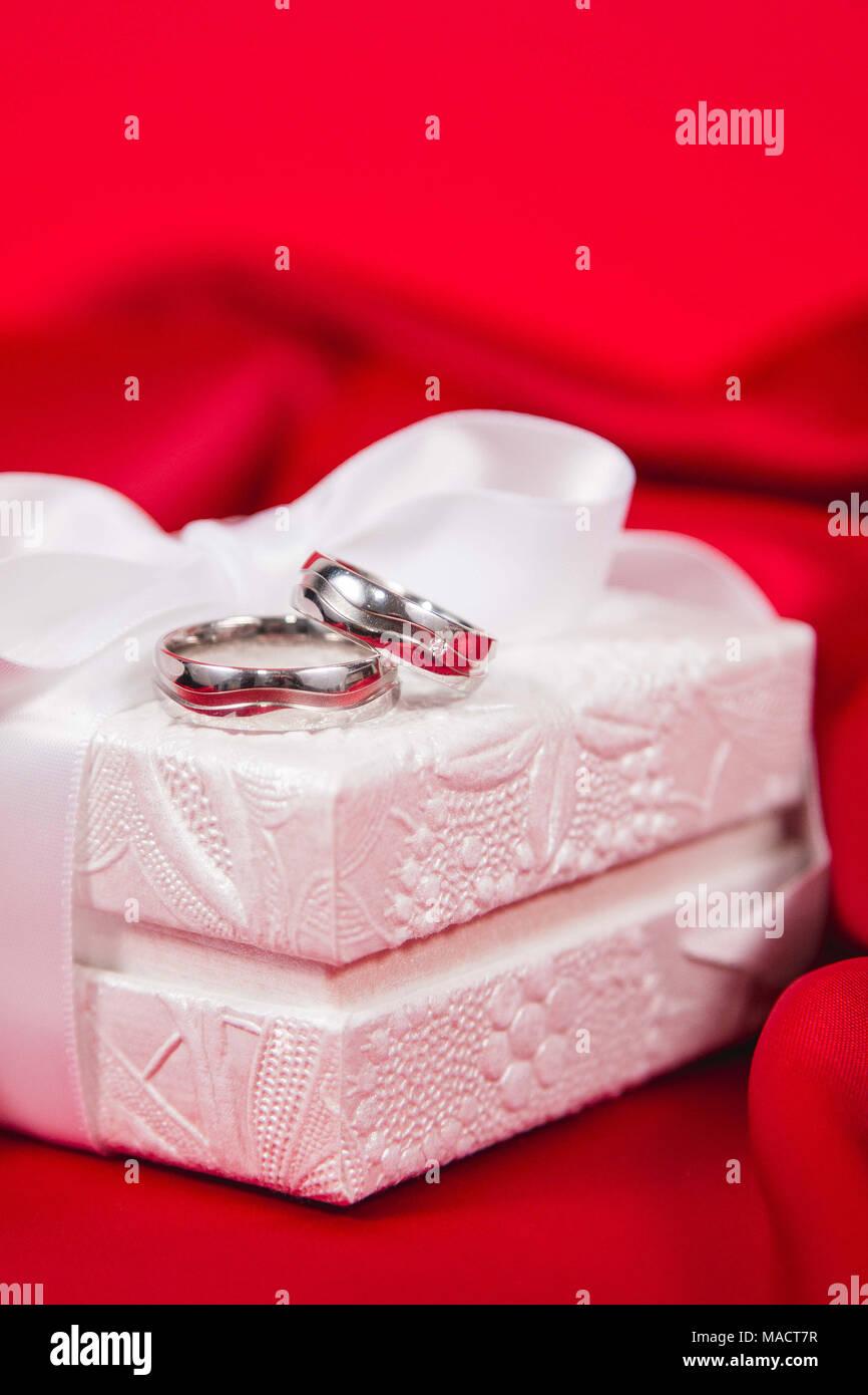 Silhouette Wedding Rings Marriage Stock Photos & Silhouette Wedding ...