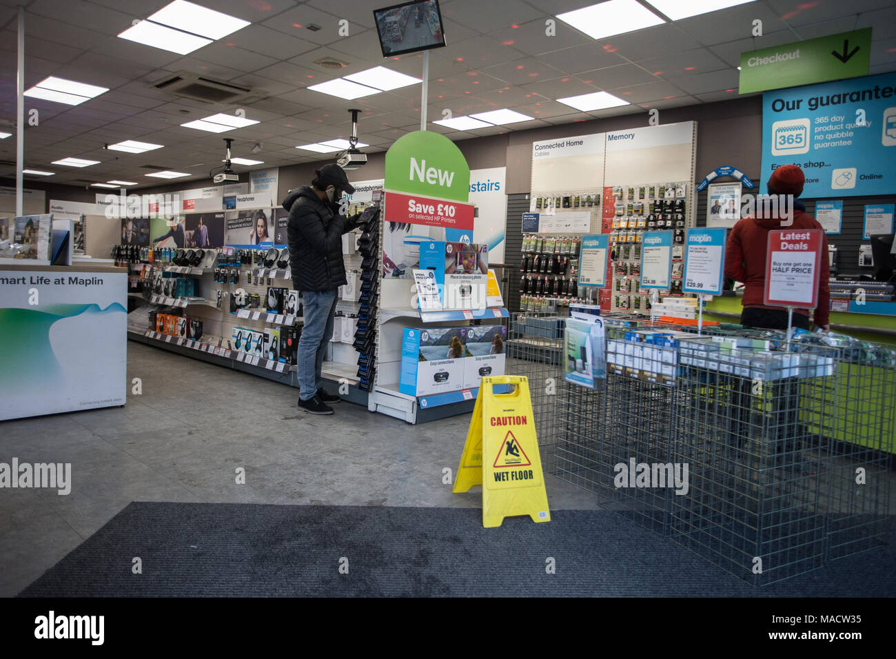 Maplin, with more than 200 stores and 2,300 staff goes into administration though, will continue to trade through the process.  Featuring: Atmosphere, View Where: London, England, United Kingdom When: 28 Feb 2018 Credit: Wheatley/WENN - Stock Image