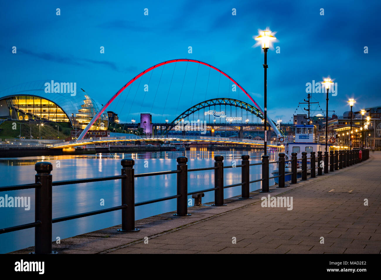The Gateshead Millenium Bridge and the Sage over River Tyne, Newcastle-Upon-Tyne, Tyne and Wear, England - Stock Image