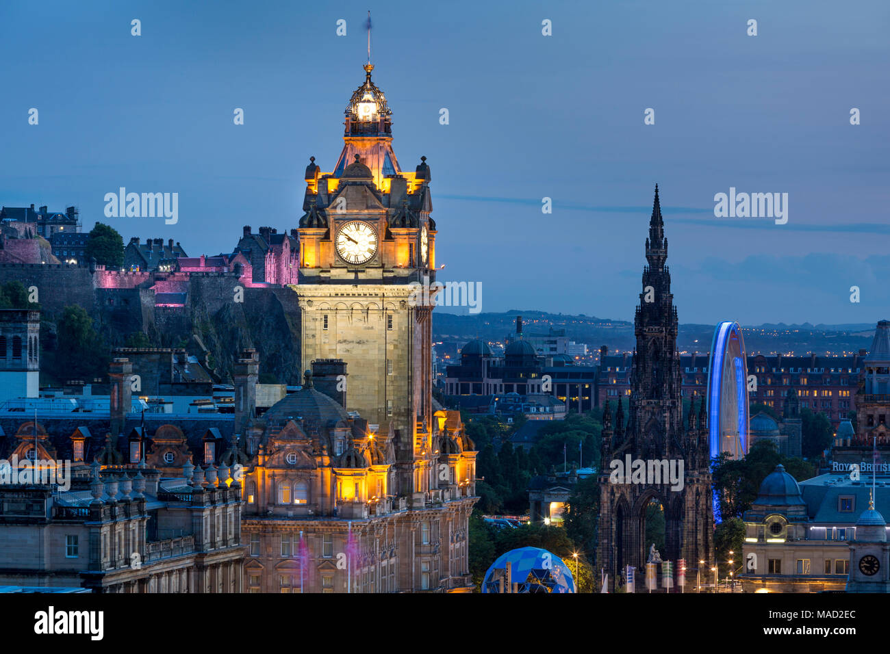 Twilight over Balmoral Hotel Tower, the old Castle and city of Edinburgh, Lothian, Scotland - Stock Image